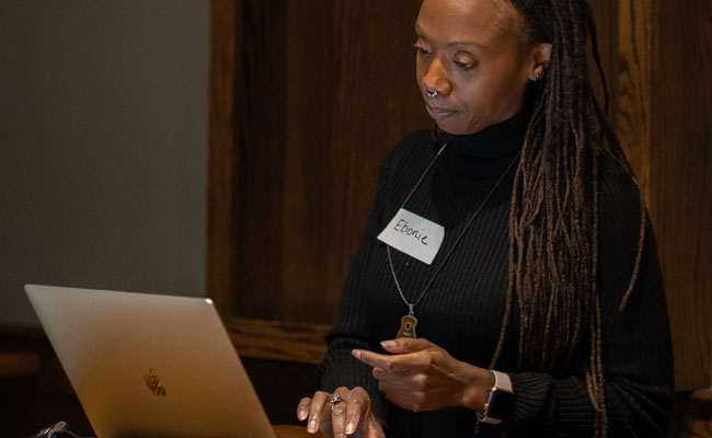 Ebonie Butler presenting to the Philly 'burbs WordPress Meetup